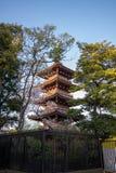 Ueno Sakura Matsuri Cherry Blossom Festival en Ueno ParkUeno Koen, Taito, Tokio, Japón en abril 7,2017: pagoda de la Cinco-histor Imagen de archivo libre de regalías