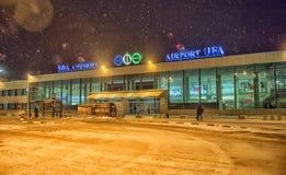 Ufa flygplats på natten Arkivbilder