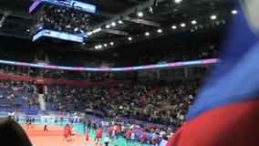 Ufa, Rusia - 10 de junio de 2018: Partido Rusia-Irán, liga 2018 de las naciones del voleibol de FIVB Muchedumbre de alegría de lo almacen de metraje de vídeo