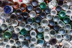 Ufa Ryssland - April 21, 2012: bottnar av olika smutsiga glasflaskor som väggbakgrundstextur fotografering för bildbyråer