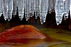 Ufer-Eis und Felsen Stockfotos