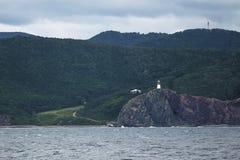 Ufer mit einem Leuchtturm Lizenzfreie Stockfotos