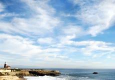 Ufer und Wellen Lizenzfreie Stockfotos