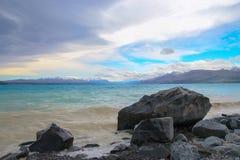 Am Ufer von See Pukaki Lizenzfreie Stockfotos