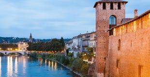 Ufergegend von die Etsch-Fluss in Verona am Abend Stockbild