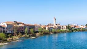 Ufergegend von die Etsch-Fluss in Verona-Stadt im Frühjahr Lizenzfreie Stockbilder