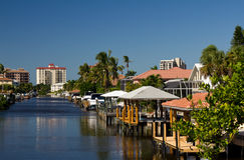 Ufergegendhäuser in Neapel, Florida Lizenzfreie Stockfotografie