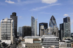 Uffici moderni contro cielo blu Immagini Stock Libere da Diritti