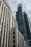 Uffici moderni ed appartamenti privati in un centro urbano immagine stock libera da diritti