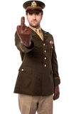 Ufficiale di esercito arrabbiato che mostra dito medio Fotografia Stock