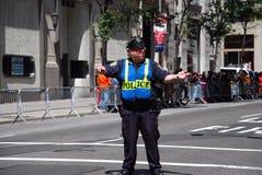 Ufficiale di polizia di NYPD in servizio in New York Fotografia Stock Libera da Diritti