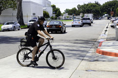 Ufficiale di polizia sulla bici Fotografie Stock