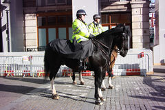 Ufficiali dello Scotland Yard sui cavalli Fotografie Stock