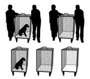 Ufficiali di controllo animali con il cane in gabbia o in gabbia vuota Immagini Stock Libere da Diritti