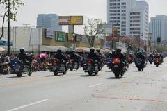 Ufficiali di polizia sui motocicli che eseguono a Fotografia Stock