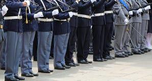 ufficiali muniti della polizia italiana in uniforme durante il parad Fotografia Stock