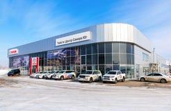Ufficio del commerciante ufficiale Toyota nel giorno di inverno soleggiato Immagini Stock