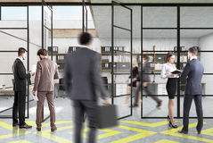 Ufficio dello spazio aperto, giallo e grigio, la gente Fotografie Stock