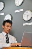 Ufficio di affari con gli orologi 74 Immagini Stock Libere da Diritti