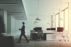 Ufficio di legno bianco e scuro tonificato Fotografia Stock Libera da Diritti