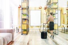 Ufficio di legno, piante, manifesto, donna Immagine Stock