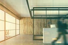 Ufficio di legno, una ricezione bianca, primo piano, la gente Fotografia Stock