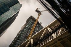 Ufficio e costruzione di edifici crea il volume d'affari economico e crea gli impieghi per la manodopera La manodopera nel metrop immagini stock libere da diritti