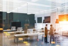 Ufficio moderno bianco e nero, gente di affari Fotografia Stock Libera da Diritti