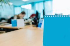 Ufficio vago testo blu libero dello spazio in bianco del calendario fotografia stock