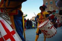 Uffizi flagga flaggan fladdrar av staden av florence fotografering för bildbyråer