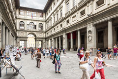 Uffizi museum. Florence, Italy – August 26,2014:Many tourists strolling in the Uffizi gallery in the middle of the street artist or to go to the museums during Stock Images