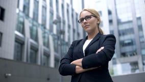 Ufna biznesowa dama bierze wyzwanie, zdecydowany i mądrze w dokonywać cel zdjęcie royalty free