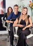 Ufna drużyna Hairstylists Przy piękno bawialnią obrazy royalty free
