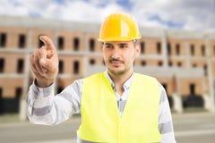Ufny architekt lub inżynier dotyka niewidzialnego ekran z i zdjęcie stock
