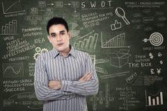 Ufny biznesmen na chalkboard Obraz Stock