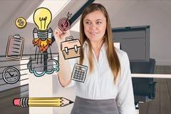 Ufny bizneswomanu rysunek podpisuje wewnątrz biuro zdjęcie stock