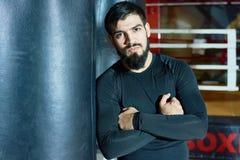 Ufny brodaty bokser w gym obraz royalty free