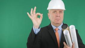 Ufny inżyniera wizerunek Robi Ok ręka gestom Dobremu praca znakowi zdjęcie stock
