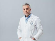 Ufny lekarki pozować obrazy royalty free