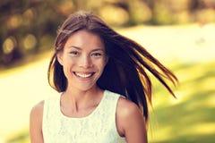 Ufny młody Azjatycki Chiński piękno kobiety ono uśmiecha się zdjęcia stock