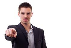Ufny młody człowiek wskazuje palec przy kamerą Obrazy Royalty Free