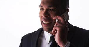 Ufny młody biznesmen opowiada na smartphone Zdjęcia Stock