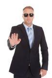 Ufny ochroniarz robi przerwie gestykulować zdjęcia royalty free