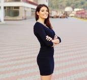Ufny szczęśliwy bizneswoman outdoors obraz stock