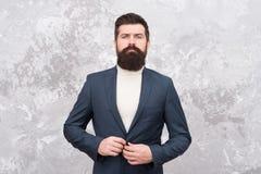 Ufny w jego nowym biznesie Krawczyna lub projektant mody wsp??czesne ?ycie elegancki m??czyzna z brod? Brutalny brodaty modni? obrazy stock
