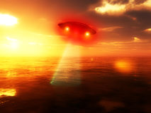 UFO över vatten 2 Arkivfoto