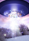 UFO над поверхностью coverd снежка Стоковое фото RF