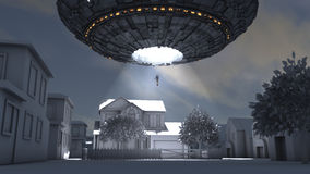 UFO da nave espacial que sequestra uma pessoa em uma cidade Imagens de Stock