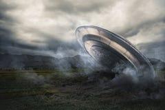 UFO, das auf einem Getreidefeld abbricht Stockbilder