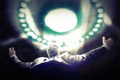 UFO de Being Abducted By del hombre de negocios Imagen de archivo libre de regalías